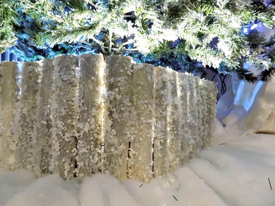 Snowy fence tree collar diy | Χιονισμένος φράχτης για το χριστουγεννιάτικο δέντρο