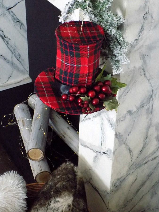 Red tartan top hat christmas ornament diy | Ημίψηλα καπέλα χριστουγεννιάτικα στολίδια, κόκκινο καρώ καπέλο