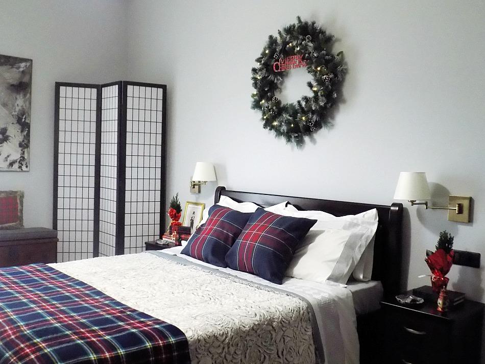 Master bedroom christmas tour 2019, xxl christmas wreath diy