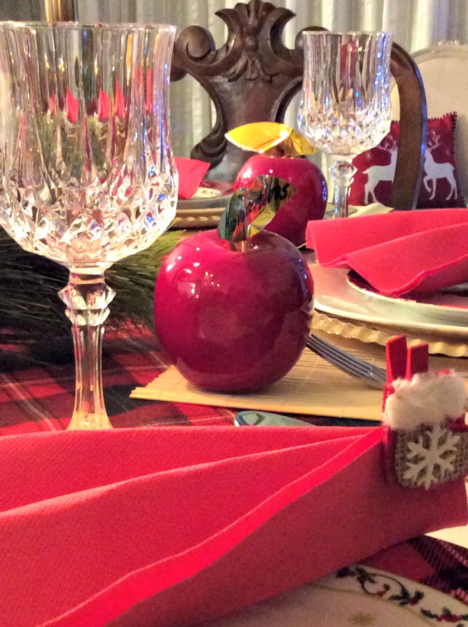 How to lay the perfect New Year's Eve table