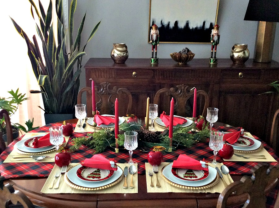 How to lay the perfect New Year's Eve table | Πως να στρώσεις ένα γιορτινό τραπέζι σε τόνους του κόκκινου