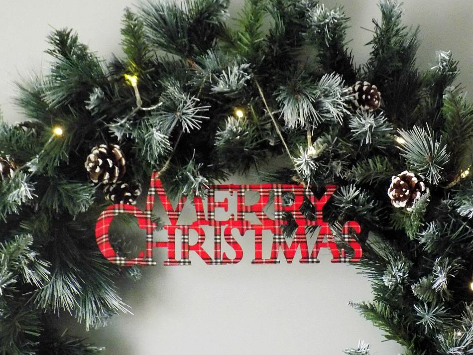 Giant christmas wreath diy, plaid merry christmas