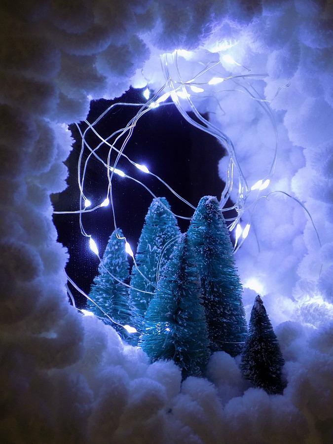 Easy diy yarn loop wreath for Christmas, night scene | Χριστουγεννιάτικο στεφάνι σαν χιονισμένο τοπίο