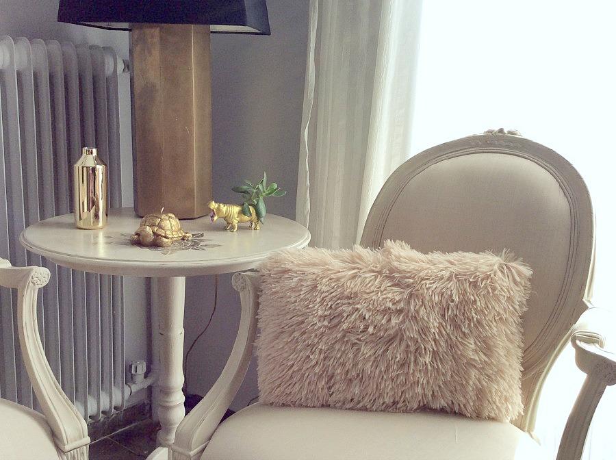 Εννέα tips για την μετάβαση από την γιορτινή διακόσμηση στη χειμωνιάτικη | Eclectic winter living room decor, faux fur pink pillow