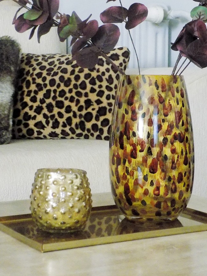 Toirtose flower vase diy, animal print pillow