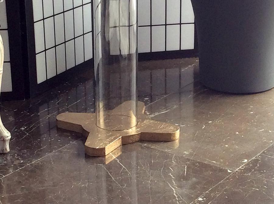 Βάση τραπεζιού, plexiglass σωλήνας πάνω σε faux μπρούτζινη βάση