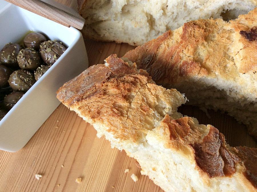 Πως να φτιάξεις το πιο εύκολο σπιτικό ψωμί χωρίς ζύμωμα στη γάστρα | Easy homemade bread