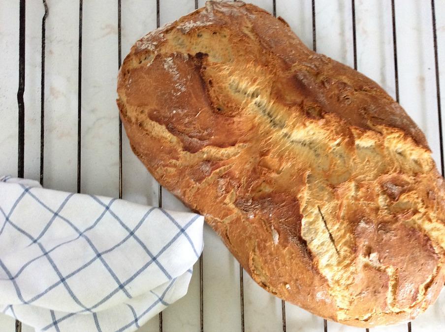 Φτιάχνω σπιτικό ψωμί εύκολα και γρήγορα, χωρίς ζύμωμα στη γάστρα