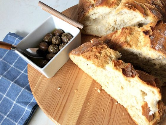 Το πιο εύκολο σπιτικό ψωμί χωρίς ζύμωμα στη γάστρα | Easy homemade bread