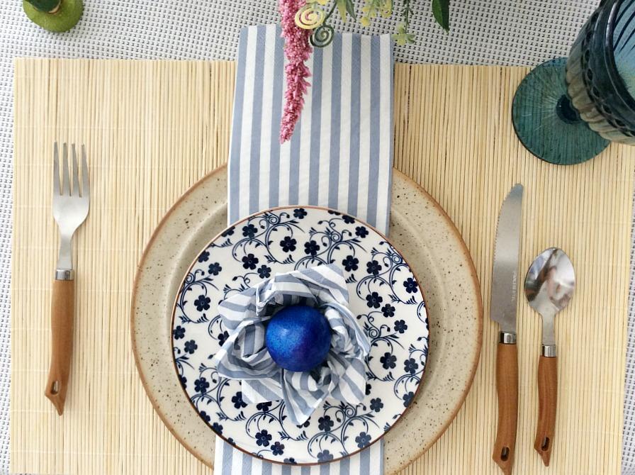 Στρώνουμε ένα απλό πασχαλινό ανοιξιάτικο τραπέζι