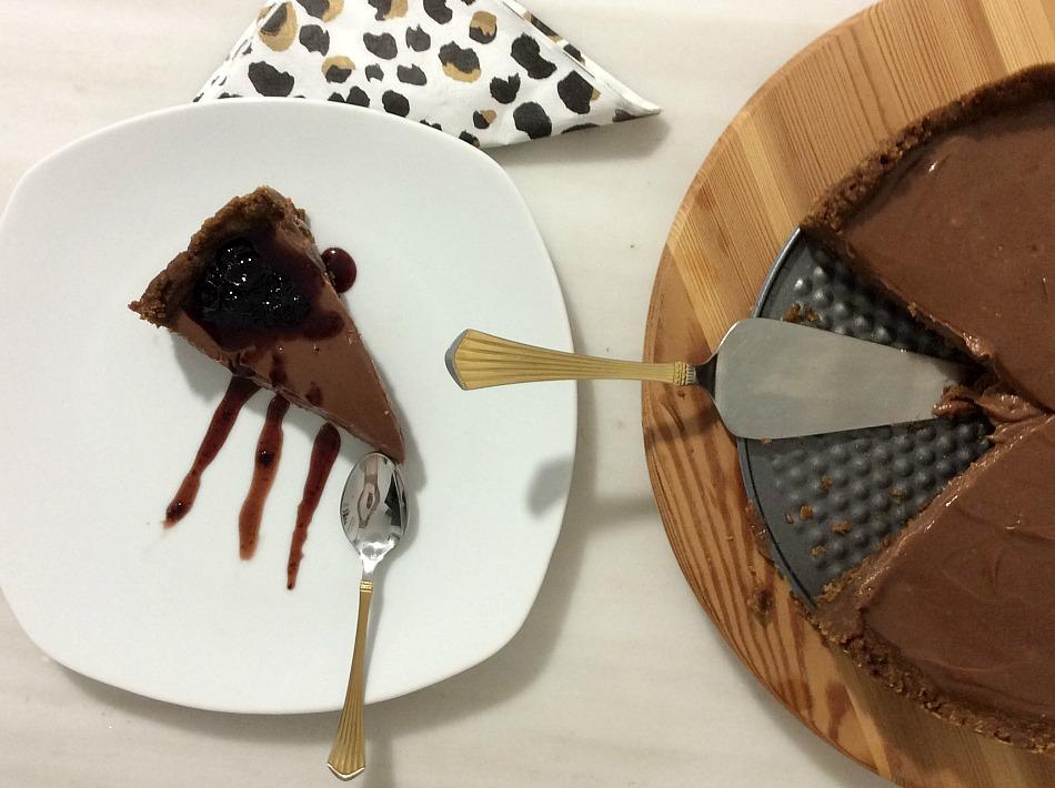 Σοκολατένιο cheesecake με γλυκό του κουταλιού βύσινο