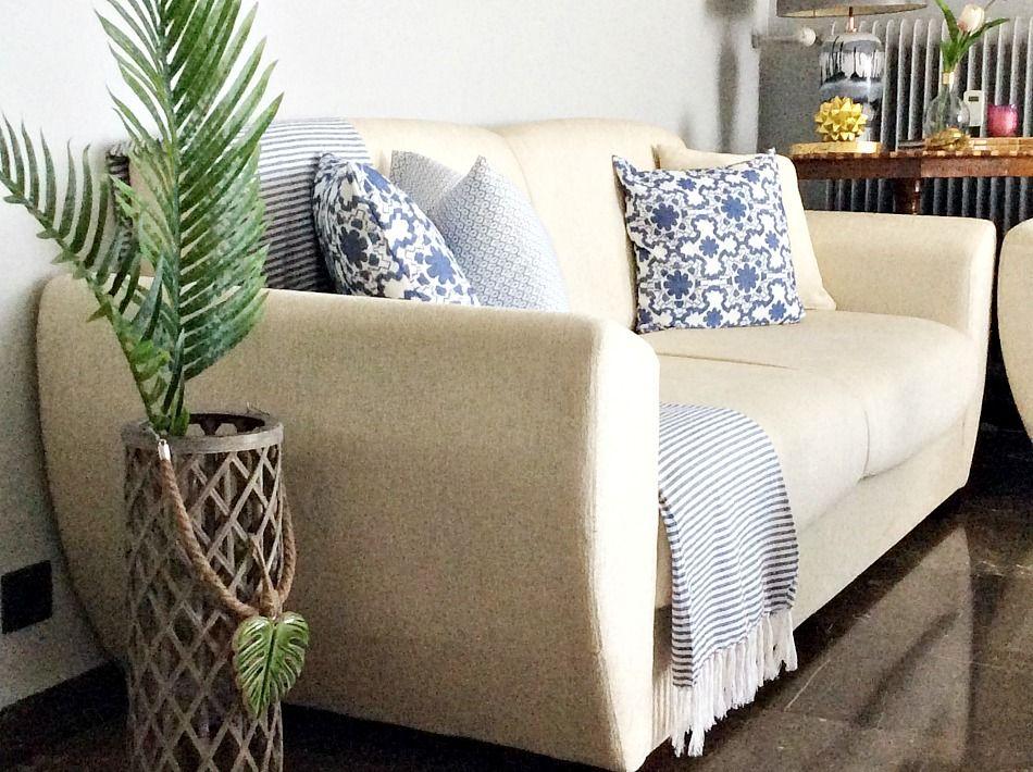 Εύκολη καλοκαιρινή διακόσμηση στο σαλόνι σε χρώματα γαλάζιο, πράσινο,τροπικά φύλλα