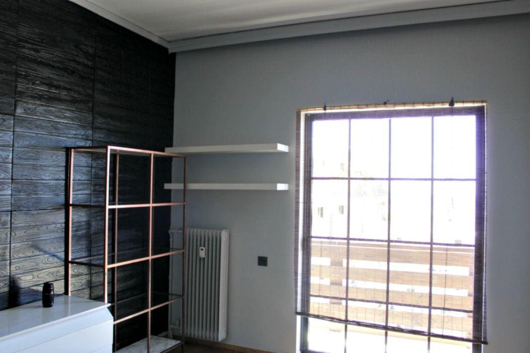 Ανακαίνιση γραφείου, παράθυρο με ξύλινο στόρι