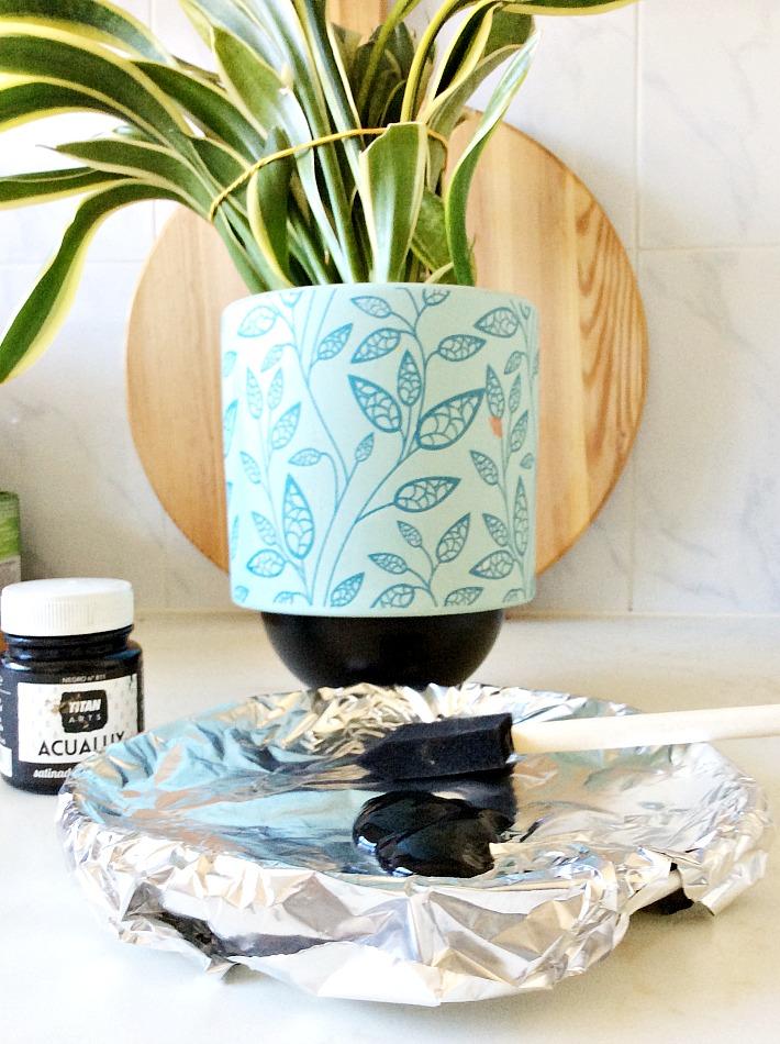4 εύκολα diy, πως να βάψεις ένα γλαστράκι με φυτό μέσα