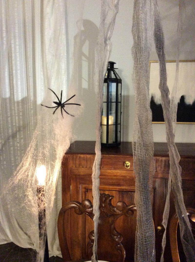 Ιστός αράχνης και αράχνες, πως να στρώσουμε ένα halloween τραπέζι