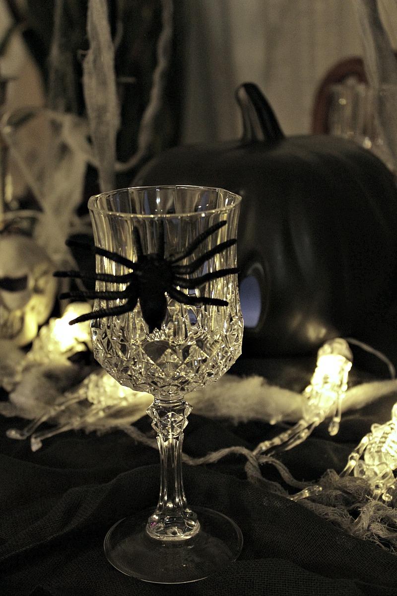 Κρυστάλλινα ποτήρια με αράχνη