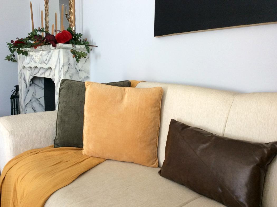Διακοσμητικά μαξιλάρια και ριχτάρι σε φθινοπωρινά χρώματα
