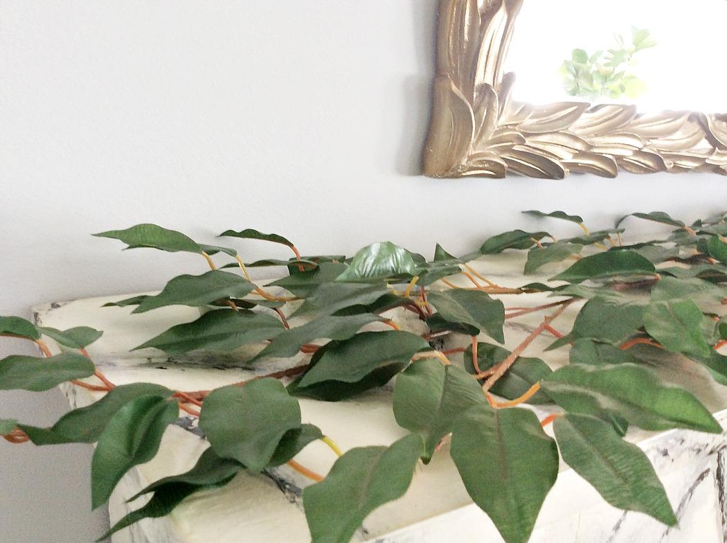 Φθινοπωρινή διακόσμηση τζακιού, πράσινα κλαδιά