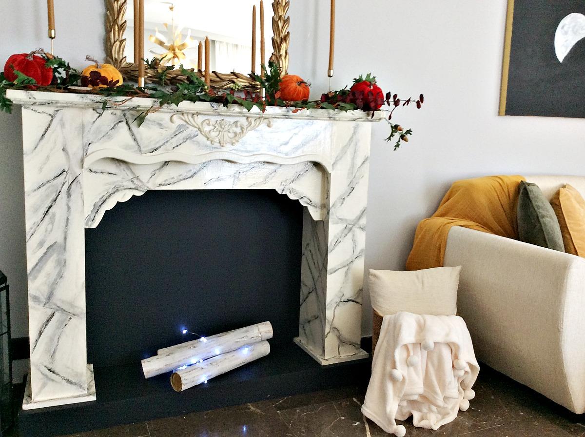 Πολύχρωμη διακόσμηση για το φθινόπωρο, faux τζάκι στο σαλόνι