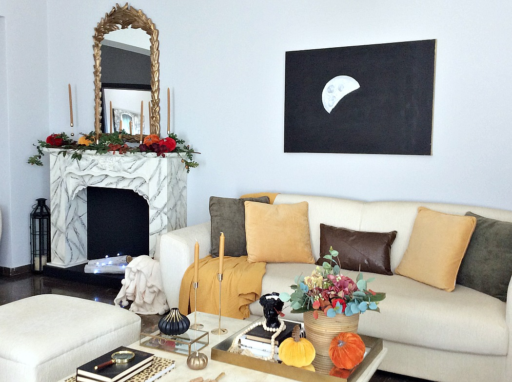 Cozy living room all dressed for fall