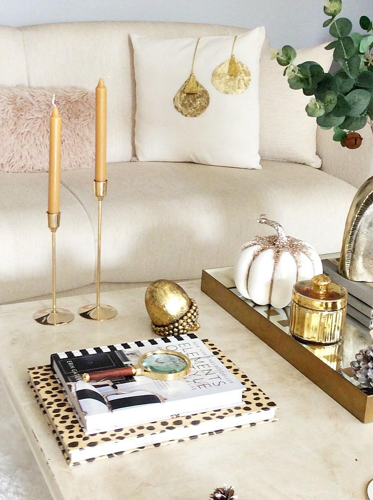 Χριστουγεννιάτικο διακοσμητικό μαξιλάρι diy με χρυσές λεπτομέρειες