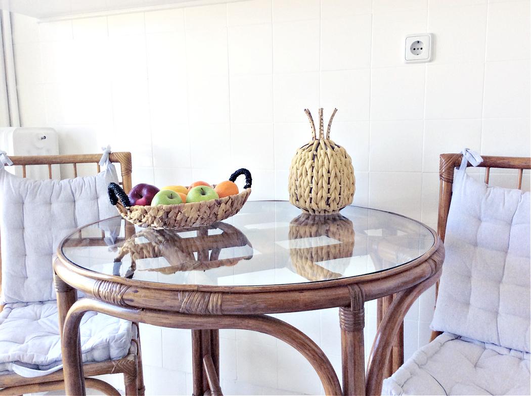 Διακόσμηση κουζίνα, bamboo τραπέζι και καρέκλες, ξύλινα διακοσμητικά