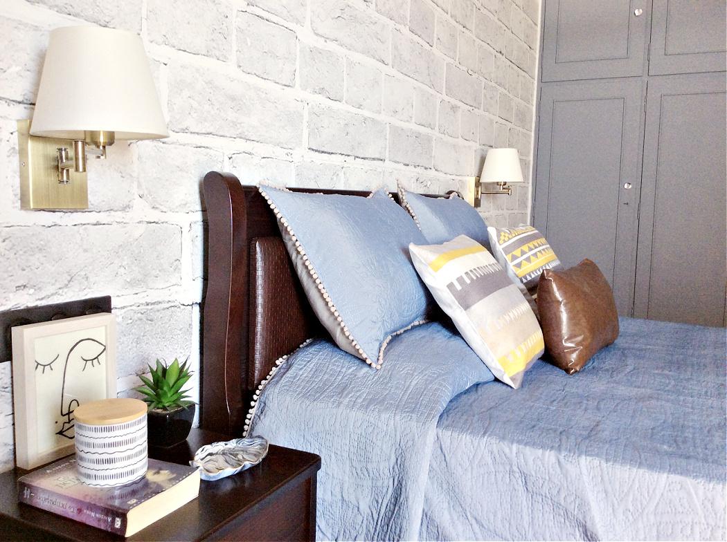 Διακόσμηση κρεβατοκάμαρας με ταπετσαρία Photowall με εφέ τούβλο