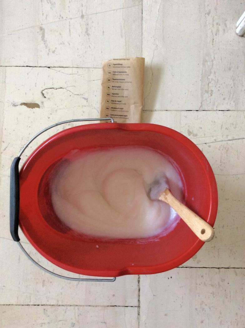 Προετοιμασία κόλας για τοποθέτηση ταπετσαρίας