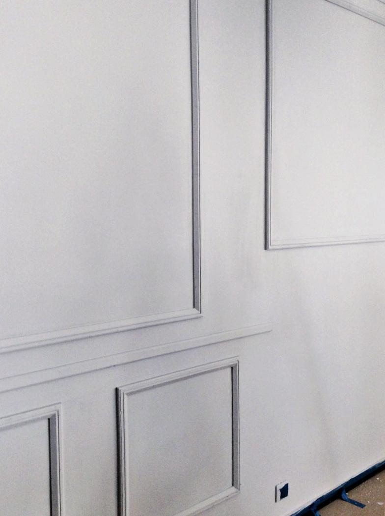 Τοίχος με διακοσμητικά ξύλινα προφίλ