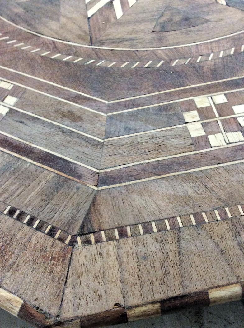 Μεταμόρφωση επίπλων, τραπεζάκι μαρκετερί σε φυσικό χρώμα ξύλου