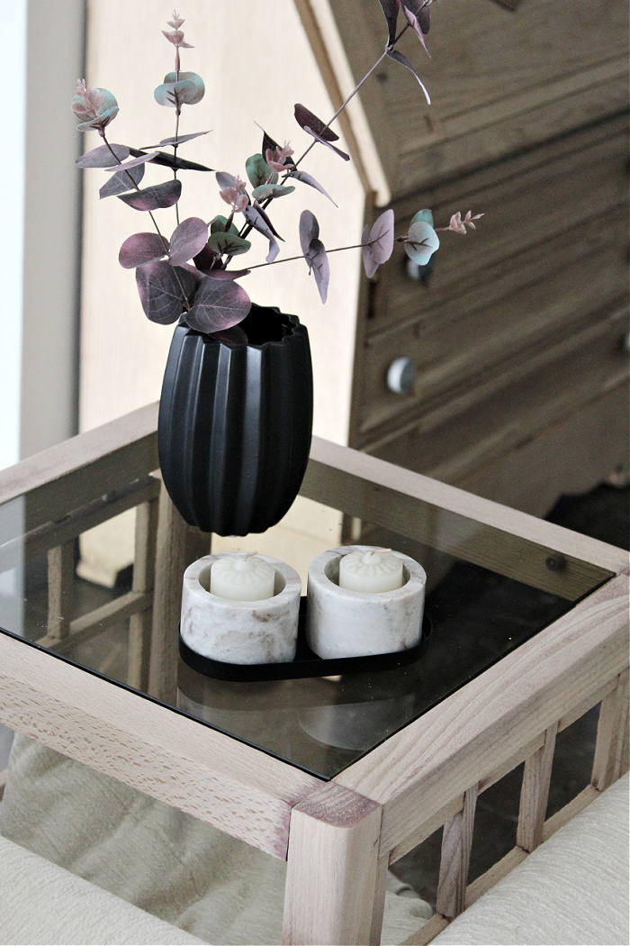 Ξύλινο τραπέζι καναπέ σε φυσικό χρώμα και γυάλινη επιφάνεια